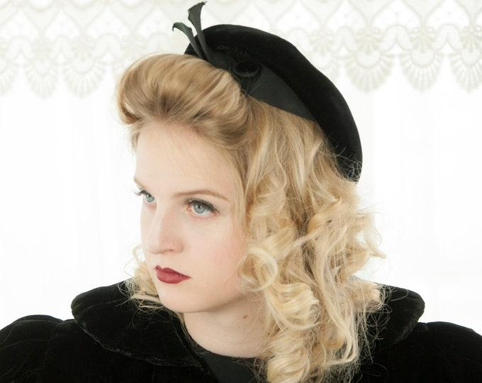 Vintage 1940s  black velvet beret hat, formal, pin-up mid-century 1950s school girl