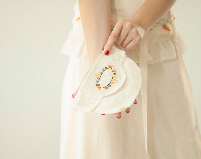 Vintage 1930s embroidered sachet pouch, white small handmade floral cotton clutch purse wedding bridal honeymoon