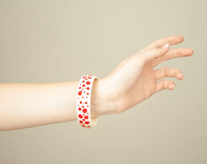 Vintage red dotted bracelet, white dots plastic bangle, polka dots, 1960s pin-up mid-century jewelry
