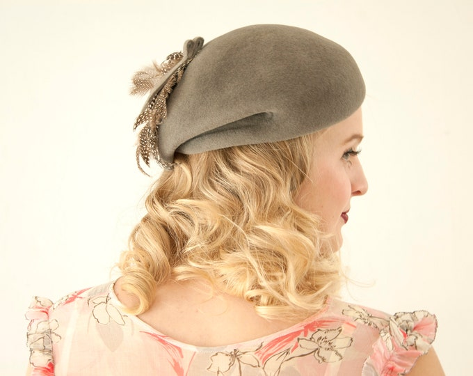 Vintage 1940s gray feather hat, wool beret style formal pin-up Italian asymmetric calot