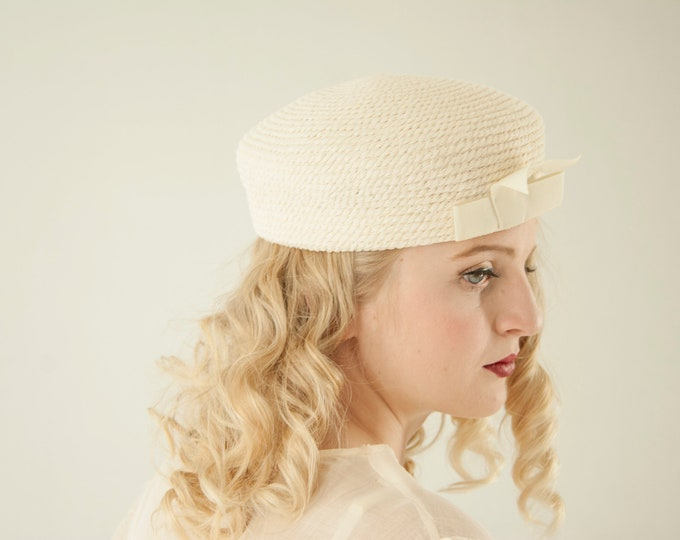 Vintage white 1930s-style hat, ivory 1920s 1960s mod school girl hat, wool woven needlepoint bow formal winter wedding, Everitt