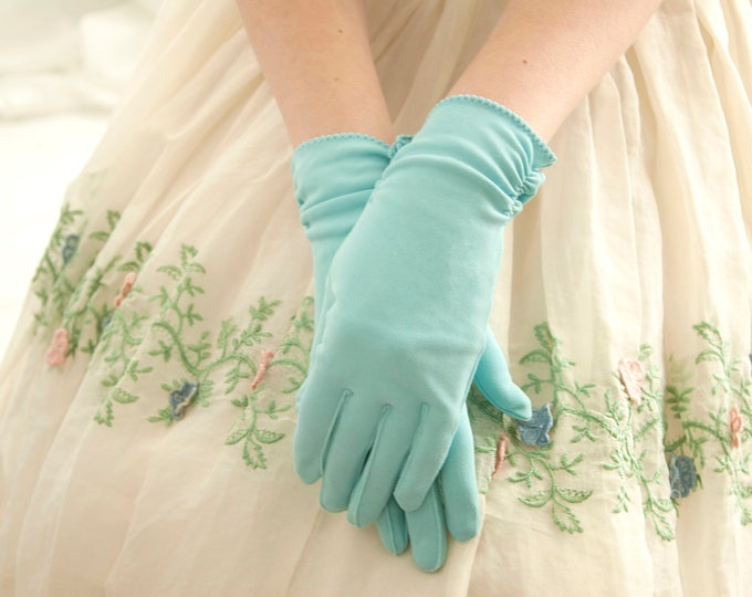 Vintage blue 1950s gloves, short wrist length, robin's egg pastel turquoise pin-up formal prom XS S NOS