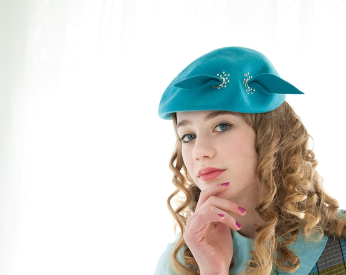 Vintage 1950s turquoise hat, blue wool formal beret style, silver rivets dots, bow pin-up prom