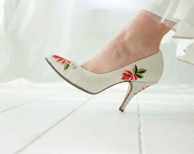 Vintage white beaded shoes, red floral embroidery, 1950s flowers heels, closed-toe formal pin-up wedding, 5 5.5