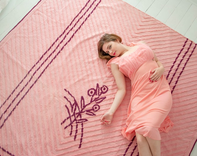 Vintage pink chenille bedspread, large purple plum stripes chevron floral blanket bedding, cotton pin-up boudoir bedroom