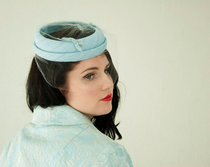 Vintage 1950s light blue hat, veil halo fascinator pillbox netting velvet bows formal pin-up prom