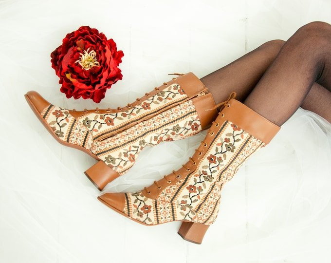 Vintage floral tapestry boots, 1960s white brown two-tone leather mod go-go calf tall granny Victorian steampunk two-tone low heel, 6 RARE