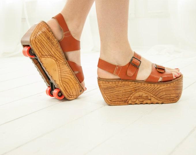 Vintage platform roller skates, convertible sandals shoes, brown leather wood grain 1970s retro 8 38, rare unique Skootskates