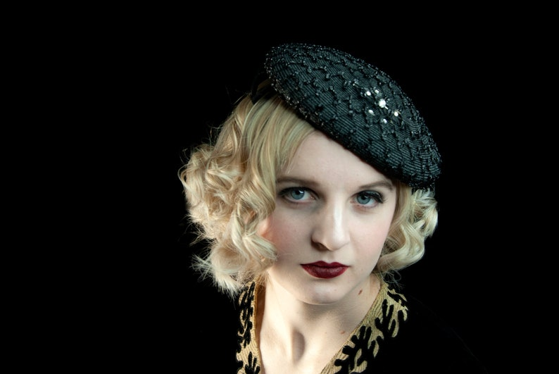 Vintage 1930s black headpiece fascinator hat feather netting image 0
