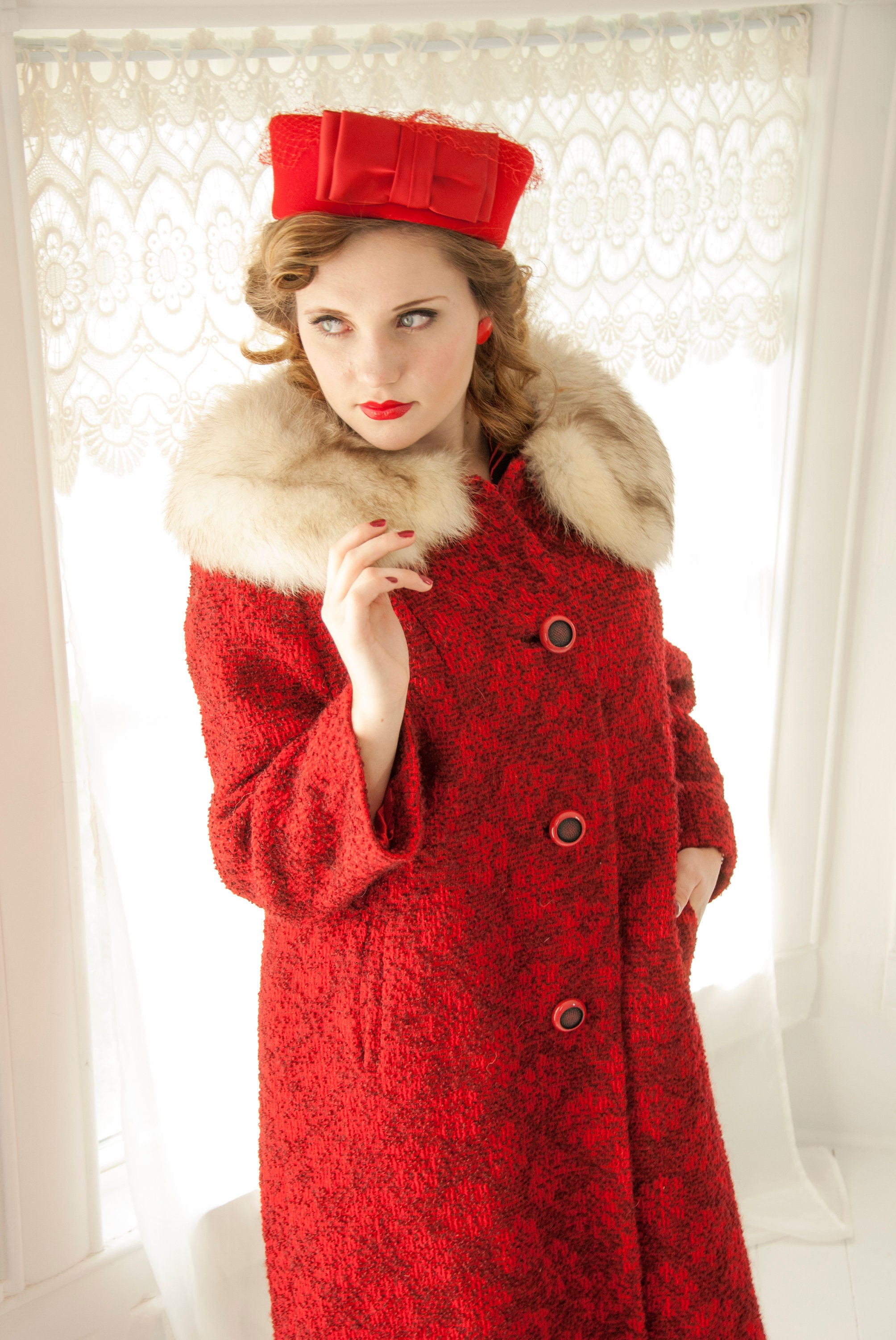 dfd3048ce3996 Vintage 1950s red floral coat white fox fur collar black