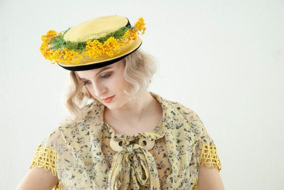 Vintage 1930s yellow floral hat, black velvet brim