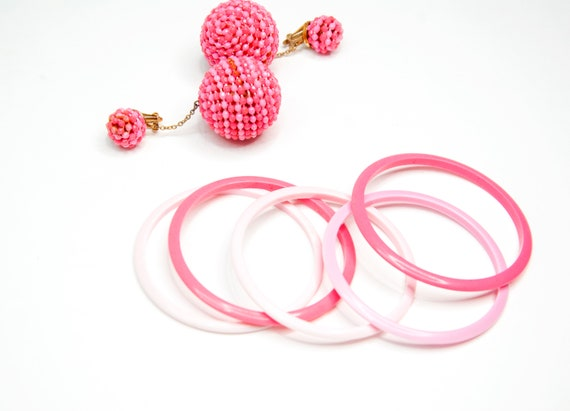 Vintage 1960s pink jewelry set, ball dangle clip-… - image 3