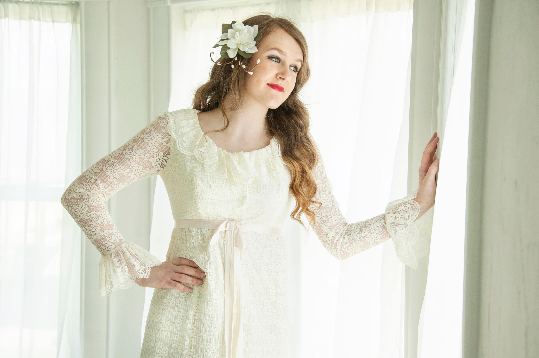 Vintage Lace Long Sleeve Wedding Dress Flounce Bell