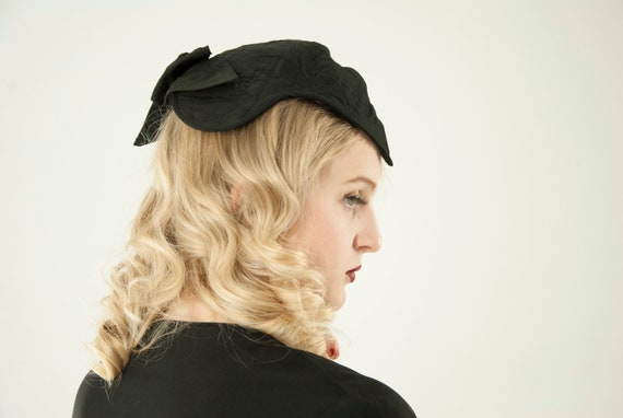 Vintage 1930s black headpiece, fascinator hat, emb