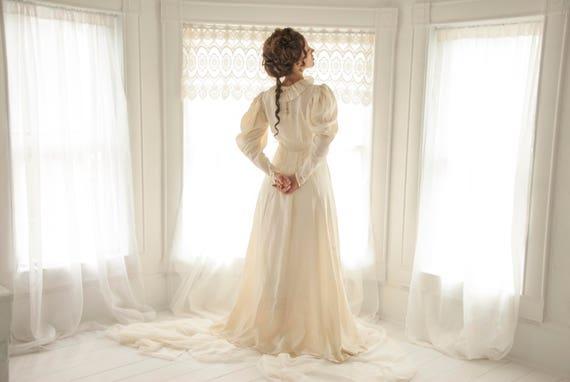 Vintage Victorian wedding dress puffed long sleeves 1930s