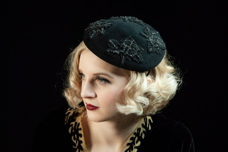 Vintage 1930s black headpiece fascinator mini hat floral image 0