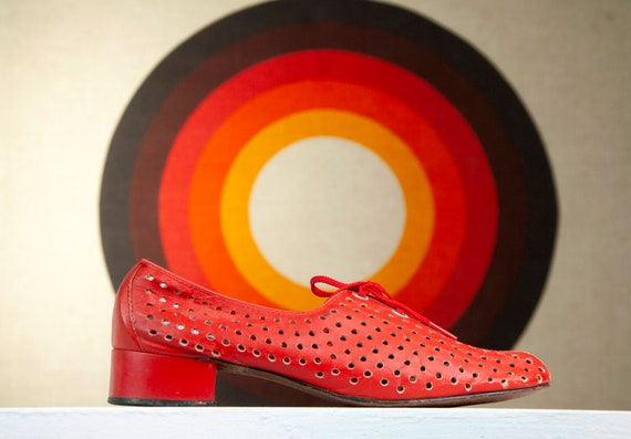 Vintage 1970s red leather shoes, chunky heel tie o