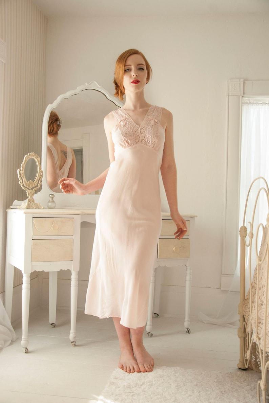 Vintage 1930s pink nightie dress lace slip bias-cut peignoir  7e9390cdf