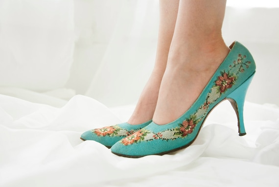 9eb616960db0 Vintage turquoise floral 1950s shoes Saks Fifth Avenue heels
