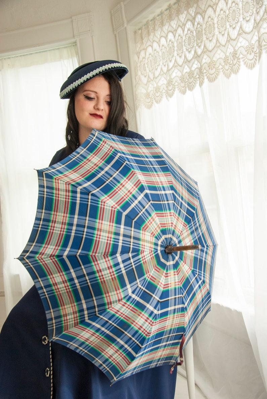 white 1950s pin-up 1940s wood textured Bakelite handle Vintage blue plaid umbrella