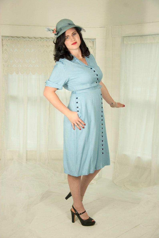 b4dfe6fc0ef Vintage 1940s blue linen dress short sleeves collar shift