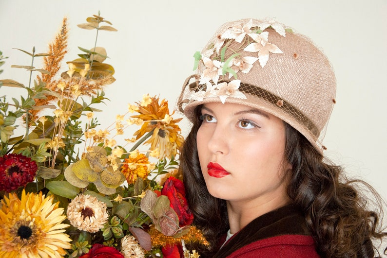 Vintage champagne cloche hat beige tan brown white flowers image 0