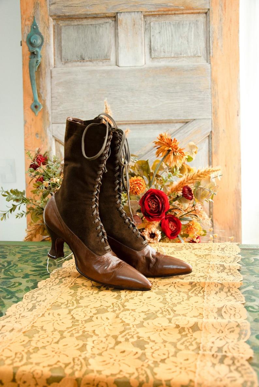Vintage brown Victorian boots tone-tone dark suede patent image 0