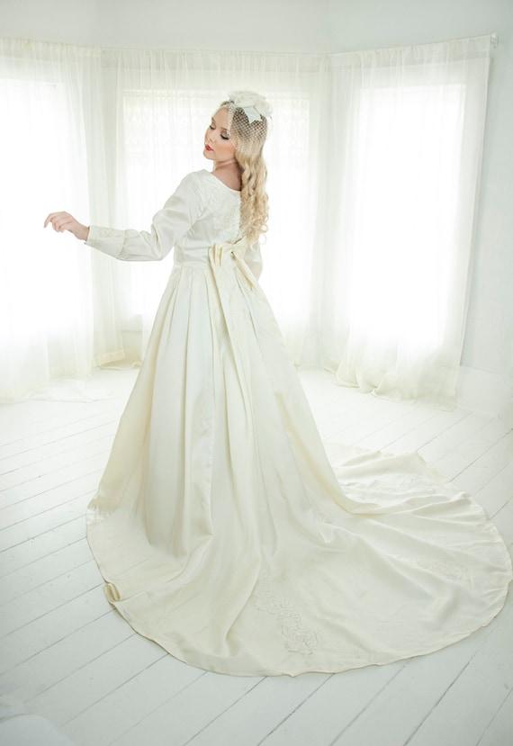 Vintage modest wedding dress, long bishop sleeves,
