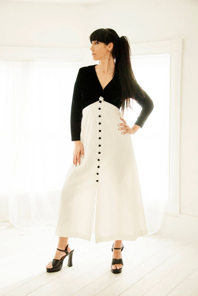 27d30886993 Black And White Maxi Dress With Sleeves - Gomes Weine AG