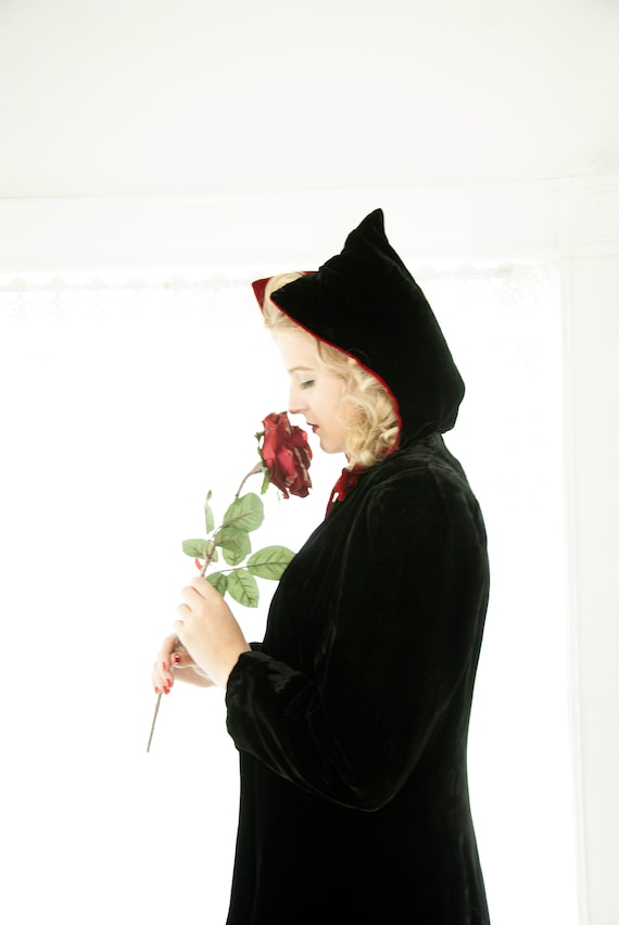 Vintage 1930s velvet hooded jacket, black with red