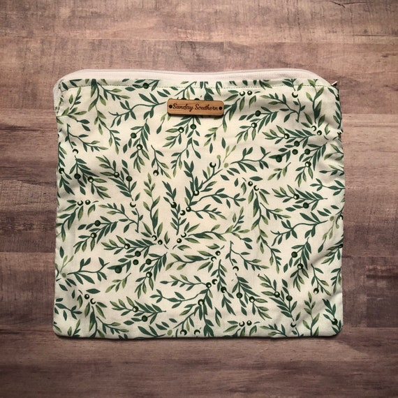 Olive Vines Small Zipper Pouch