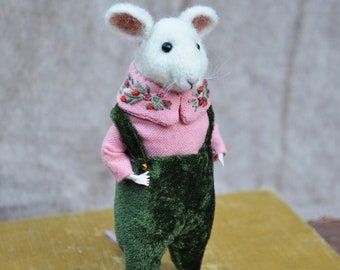 Needle Felted Little Mouse - felted animal - dressed animal Needle Felted Ornament by Rustles from the Meadow