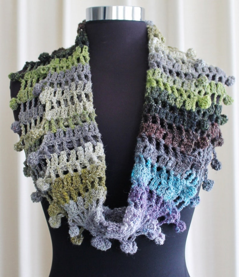 Crochet Pattern  Bobbly cowl or infinity scarf image 0