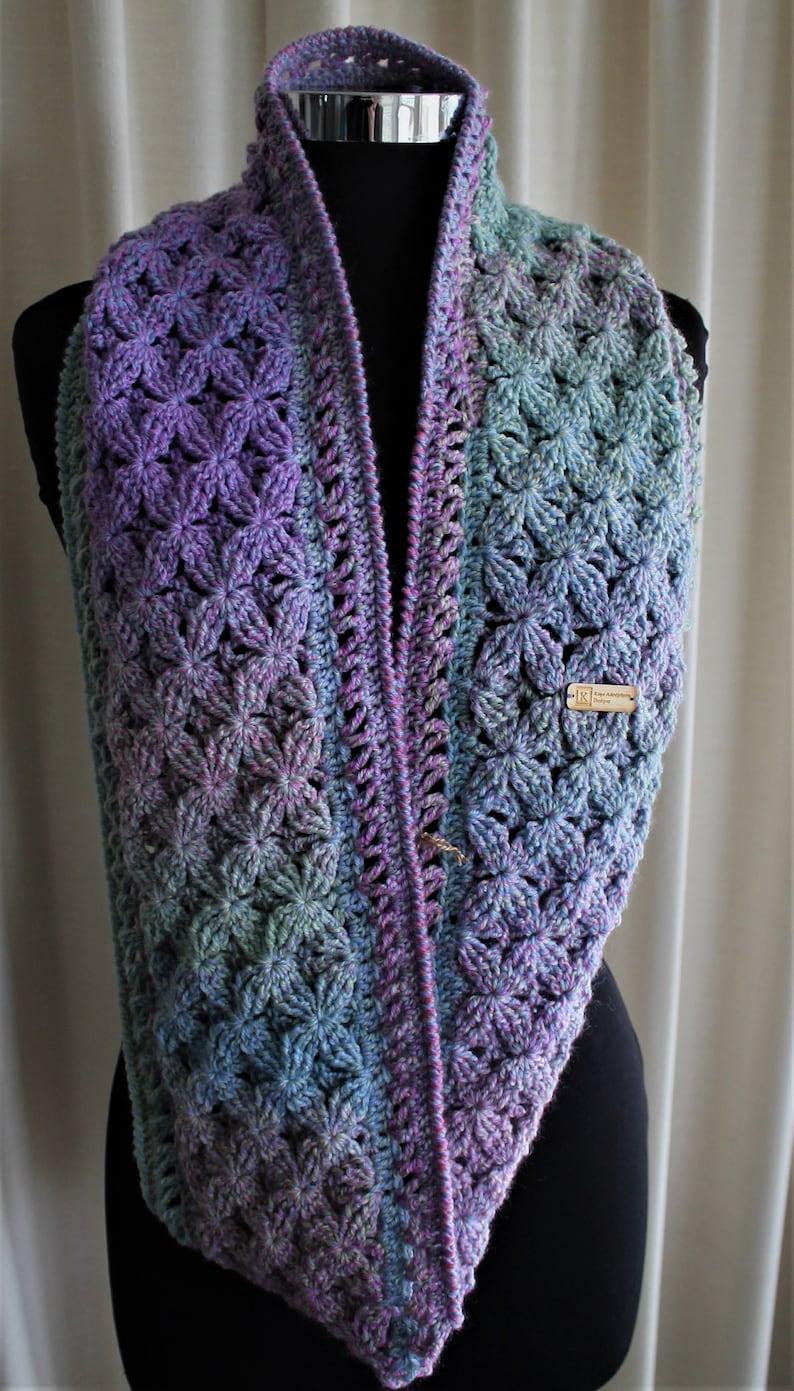 Crochet Pattern  Climbing Clematis cowl image 0