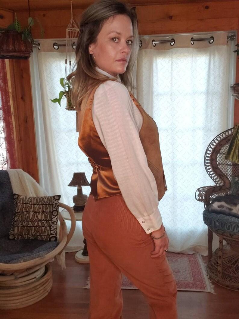 Vest with Pockets Adjustable Back Vest 80s 90s Snap Button Suede Leather Vest with Silky Back Suede Stitch Hems Western Boho Biker