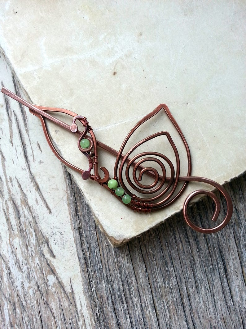 gift for knitter Shawl pin in  leaf Design wire Brooch,  fibula, onyx, green earthy, autumn Woodland Wire Wrapped Copper scarf Pin