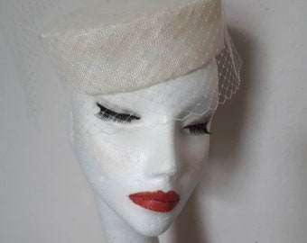 7338f3dc6c5 Vintage Style Veiled Pillbox Bridal Hat