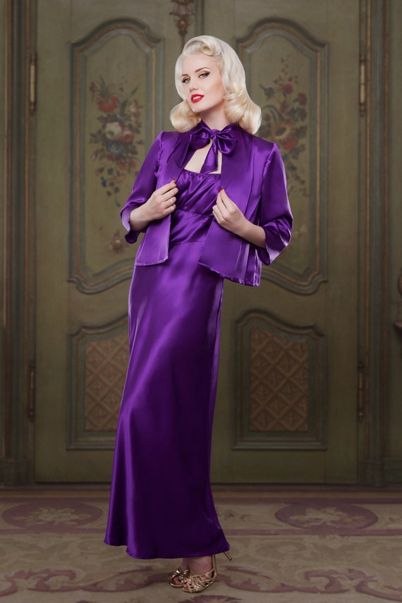 1930s Outfit Ideas for Women Silk Bed Jacket 1930s inspired vintage style perfect for any pinup girl luxury Mum Luxe Mothers Day Gift $98.96 AT vintagedancer.com