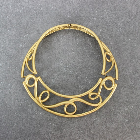 vintage monet collar necklace / 1980s gold stateme