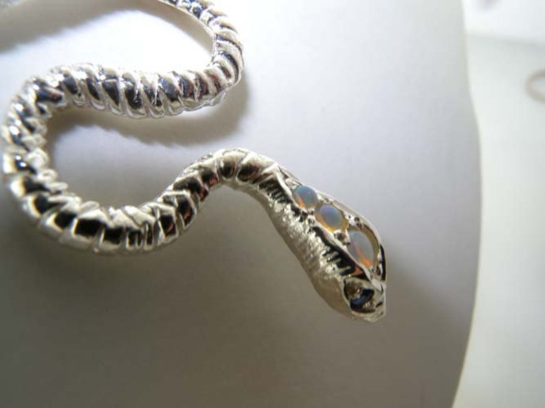 Made in England Luxury Ladies Solid 925 Sterling Silver Natural Opal /& Sapphire Detailed Snake Pendant Necklace