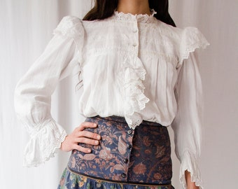 Antique Edwardian white eyelet lace cotton ruffled blouse // Vintage 1900s embroidered Victorian shirt with ruffles