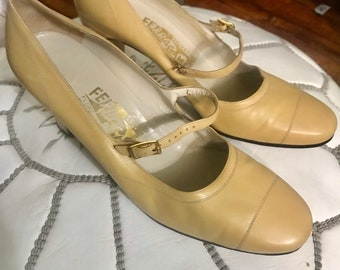 1960s Leather Ferragamo Shoes in Light Yellow