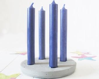 Porte-bougie minimaliste du ciment pour les quatre bougies