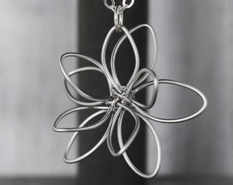 Flower Necklace - Mother Necklace - Mother's Day Gift