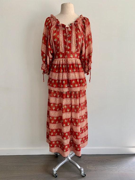 Gorgeous 1970s floral peasant dress