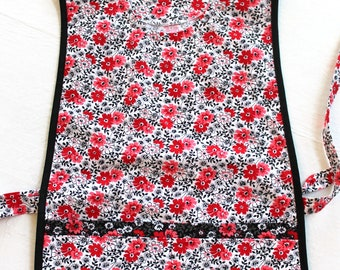Floral Cobbler Smock Cotton Apron with two lined pockets