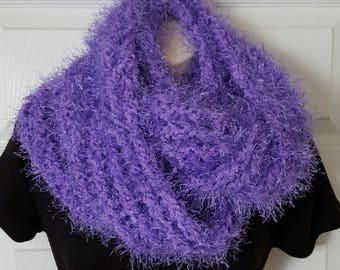 Cowl scarfs in loom knit,  handmade scarfs, knit scarfs, knit cowl scarfs, chunky scarfs