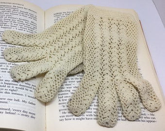 Vintage White / Ivory Crocheted lace short gloves Made in Italy
