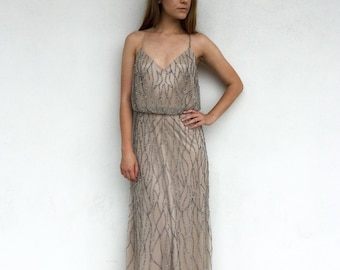 b06bed54 Gorgeous Intricately Beaded Adrianna Papell Live From the E! Red Carpet Gown