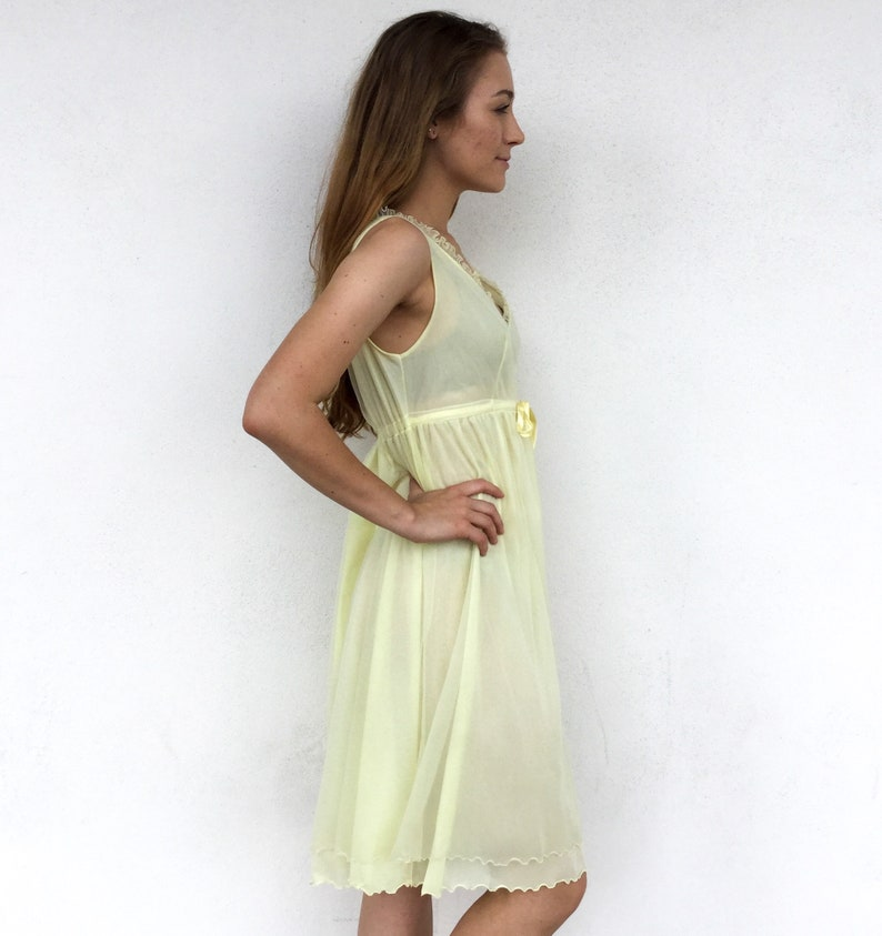Lovely 1960/'s Pale Yellow Hollywood Vasserette Slip Dress